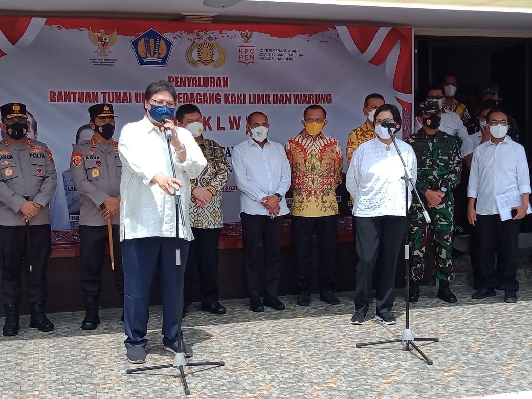 Dua Menteri Salurkan Bantuan untuk Mendorong Usaha Masyarakat