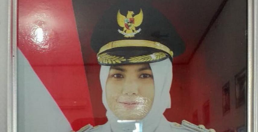 Aparat Penegak Hukum (APH) agar mengusut siapa pelaku pengadaan foto berbingkai Wakil Bupati Madina Atika Azmi Utammi Nasution.