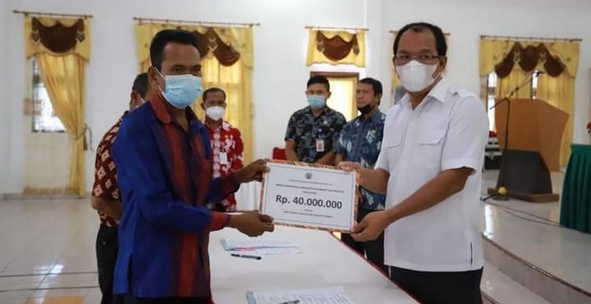Bupati Humbahas Serahkan Bantuan Hibah Keagamaan Rp2,5 Miliar
