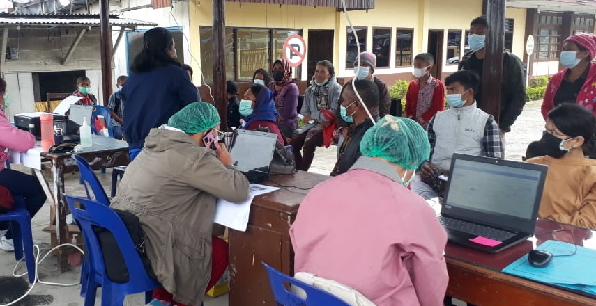 percepatan vaksinasi, Humbang Hasundutan mendapat nomor urutan keempat dari kabupaten/kota se-Sumatera Utara.