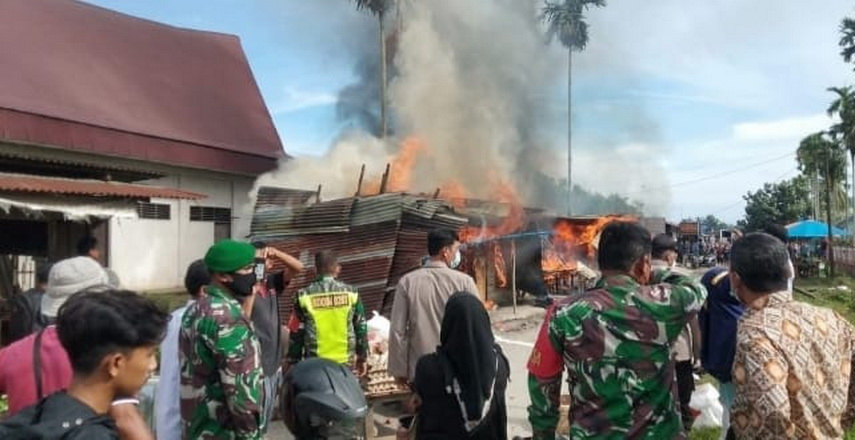 Tujuh Kios Hangus Terbakar di Serbelawan