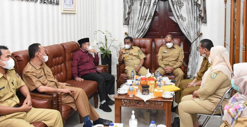 Bupati Sergai H Darma Wijaya menerima kunjungan silaturahmi Plt Walikota Tanjungbalai