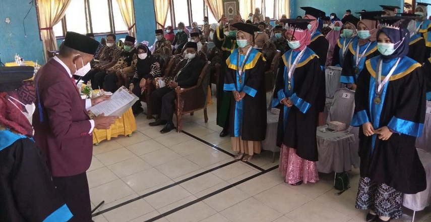 Bupati Aceh Singkil Dulmusrid hadiri sidang senat terbuka dalam rangka Wisuda Lulusan Diploma III Keperawatan Yappkes Aceh Singkil Angkatan XIV Tahun Akademik 2019/2020.