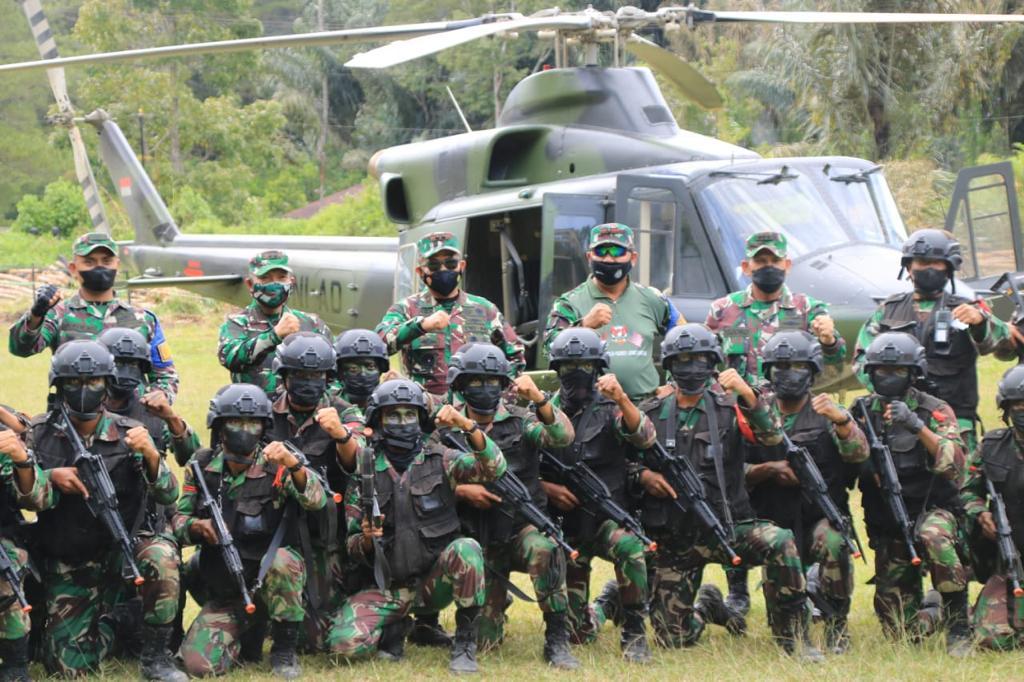 Pangdam I/BB dan Danpuslatpur Tinjau Latihan dengan Helikopter