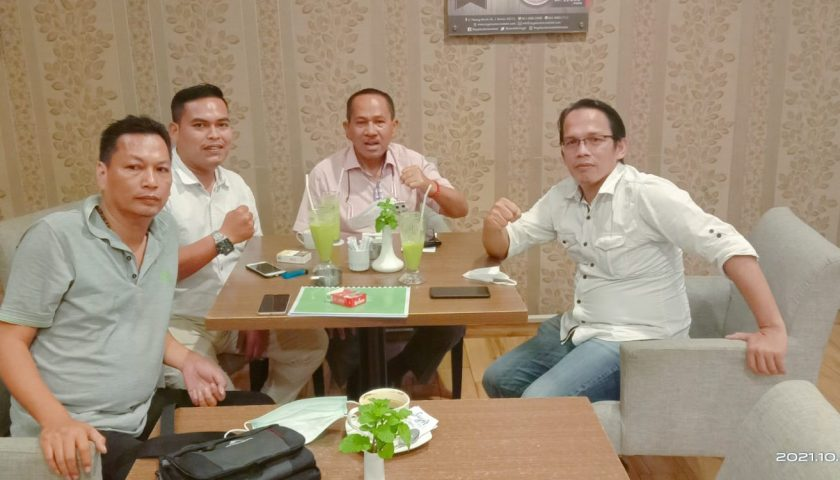 Panitia dan pengurus Pemuda Katolik komda Sumut Berdiskusi Dengan tokoh Sumut.Dr.Maruli Siahaan.SH.Mh