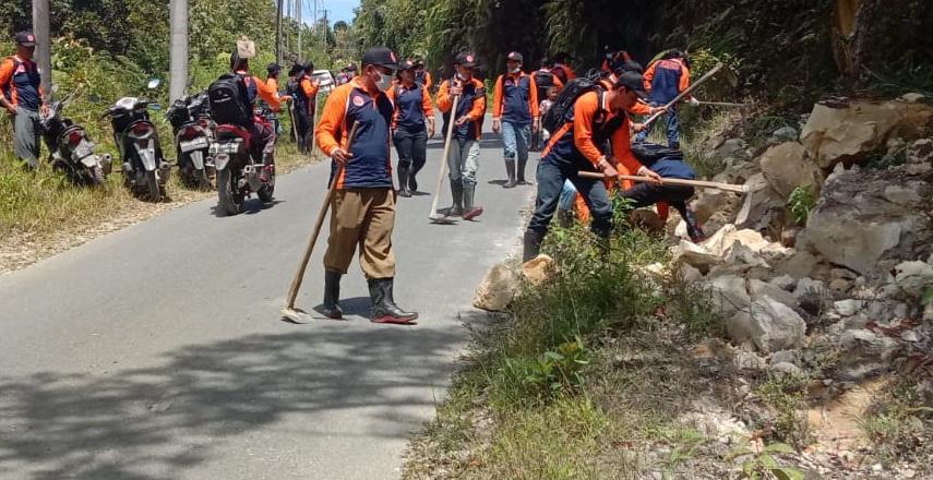 BPBD Humbahas Ajak Masyarakat Desa Bonandolok II Gotong Royong