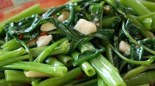 makan kangkung