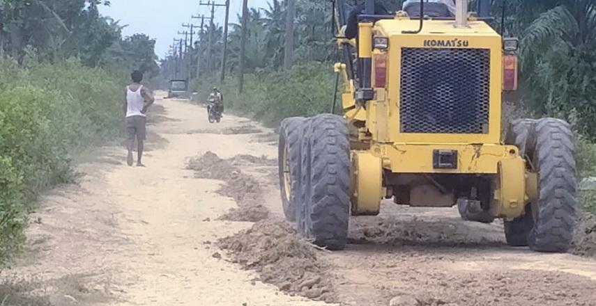 Bupati Langkat Menunjuk Dinas PUPR Langkat Timbun Jalan Katib Darus Gebang