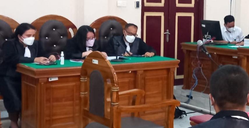Mantan Bupati Labuhanbatu Utara (Labura) 2 periode sejak 2010, H Kharuddin Syah Sitorus alias H Buyung, Senin (11/10/2021), kembali menjalani persidangan di Pengadilan Tipikor Medan.