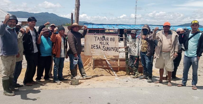 Tanah Adat Masyarakat di Puncak 2000 Siosar Dipagar Kawat Berduri